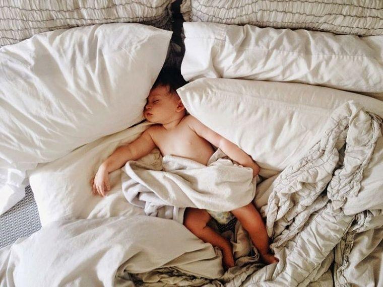 Ребенок 2 года падает с кровати